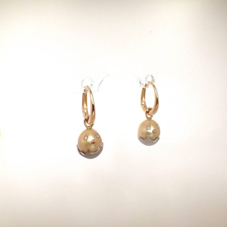 Contemporary Chick White Diamond 18K Gold Pearl Drop Earrings For Sale