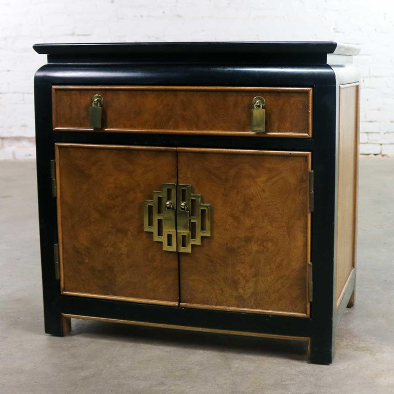Chin Hua Nightstand End Table Cabinet by Raymond K Sobota for Century Furniture In Good Condition For Sale In Topeka, KS