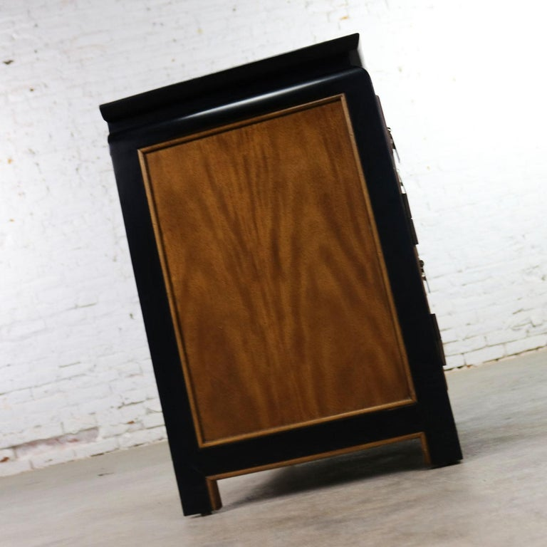 20th Century Chin Hua Nightstand End Table Cabinet by Raymond K Sobota for Century Furniture For Sale