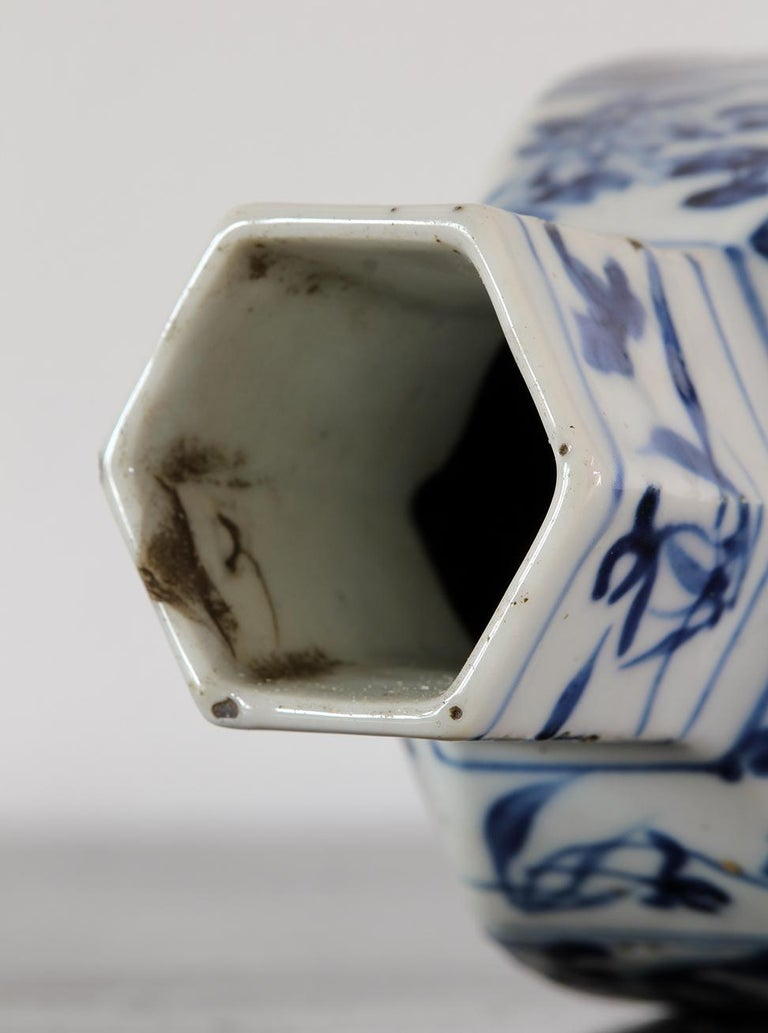 Chinoiserie China Small Blue and White Chinese Porcelain Vase For Sale