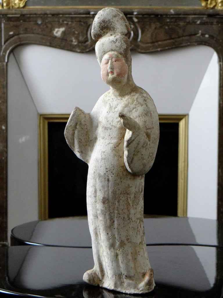 Superb and uncommon Chinese terracotta statuette of the Tang period (618-907) depicting a Lady of the Court commonly called