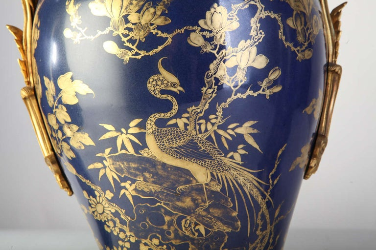 Chinese 18th Century Powder Blue Gilt-Decorated Set of Three Vases In Good Condition For Sale In Rome, IT