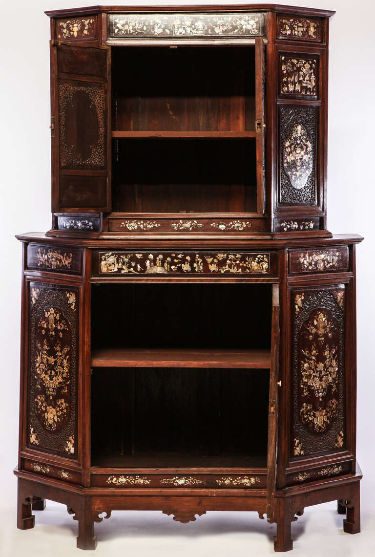 Chinese 19th Century Mother of Pearl Inlay Hardwood Carved Cabinet For Sale 5