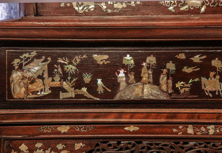 Chinese 19th Century Mother of Pearl Inlay Hardwood Carved Cabinet For Sale 7