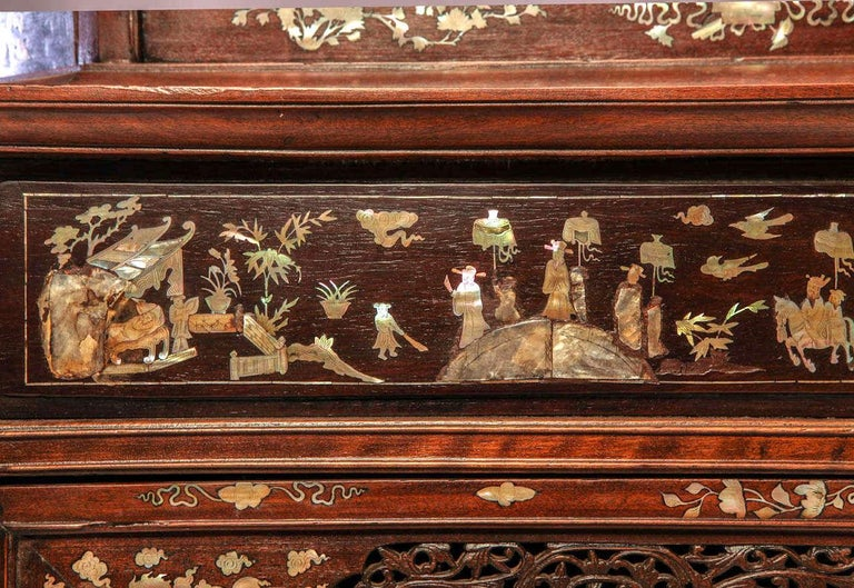 Chinese 19th Century Mother of Pearl Inlay Hardwood Carved Cabinet In Good Condition For Sale In Rome, IT