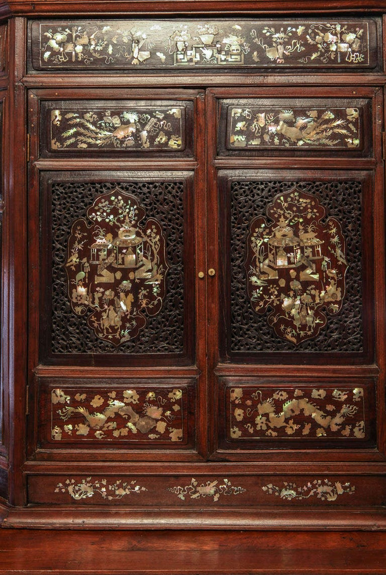 Chinese 19th Century Mother of Pearl Inlay Hardwood Carved Cabinet For Sale 4