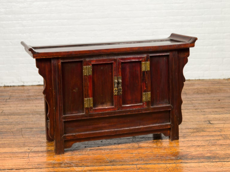 Chinese Antique Ming Dynasty Style Red Rose Console Cabinet with Everted Flanged In Good Condition For Sale In Yonkers, NY