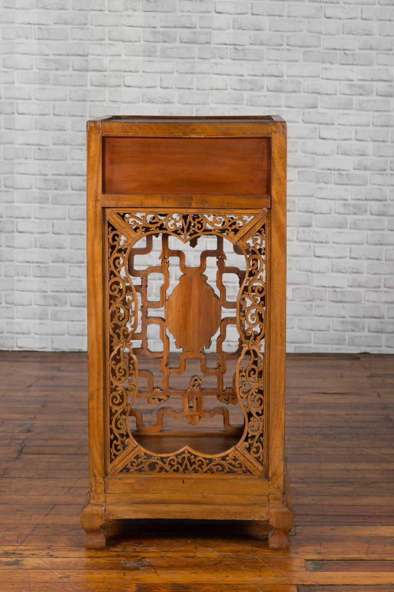 Chinese Antique Pedestal with Openwork Motifs and Hand Carved Court Scenes For Sale 6