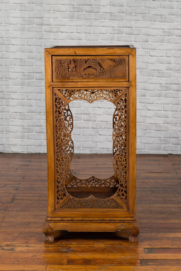 Chinese Antique Pedestal with Openwork Motifs and Hand Carved Court Scenes For Sale 7