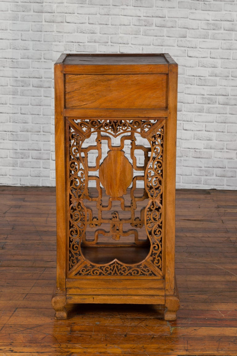Chinese Antique Pedestal with Openwork Motifs and Hand Carved Court Scenes For Sale 2