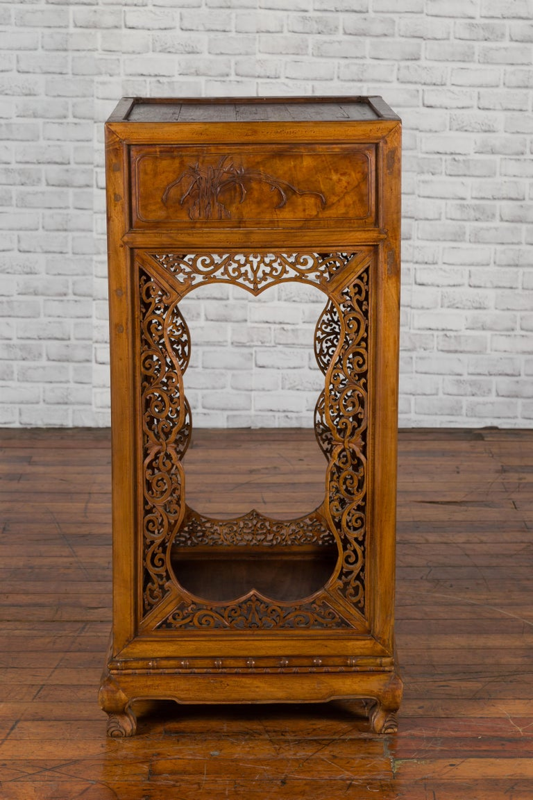 Chinese Antique Pedestal with Openwork Motifs and Hand Carved Court Scenes For Sale 3