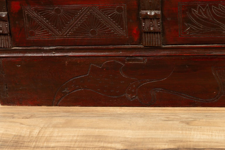 Chinese Antique Red Lacquered Trunk with Incised and Carved Motifs and Handles For Sale 6