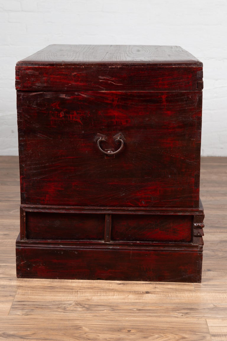 Chinese Antique Red Lacquered Trunk with Incised and Carved Motifs and Handles For Sale 8