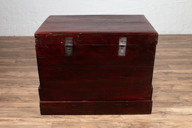 Chinese Antique Red Lacquered Trunk with Incised and Carved Motifs and Handles For Sale 10
