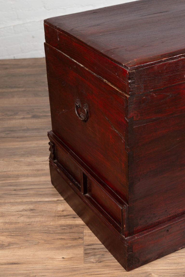 Chinese Antique Red Lacquered Trunk with Incised and Carved Motifs and Handles For Sale 11