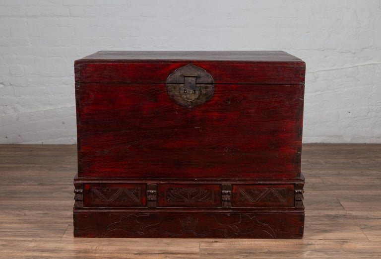 Chinese Antique Red Lacquered Trunk with Incised and Carved Motifs and Handles In Good Condition For Sale In Yonkers, NY