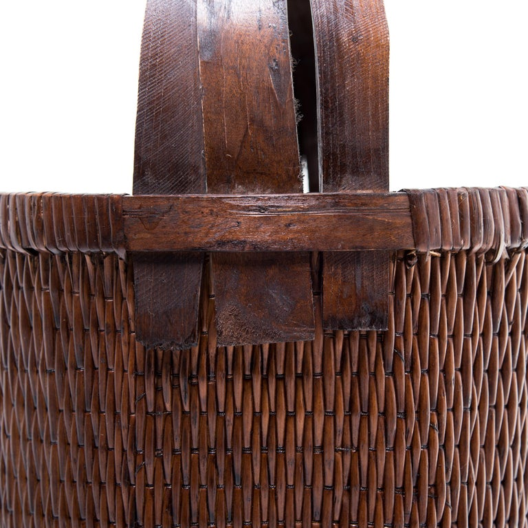 Chinese Bent Handle Willow Basket In Good Condition For Sale In Chicago, IL