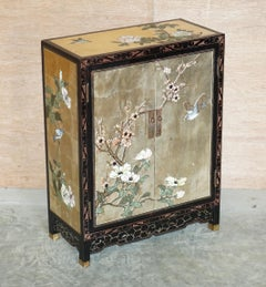 CHINESE BLACK LACQUER HAND PAINTED CHINOISERIE SIDE TABLE CUPBOARD OR SiDEBOARD