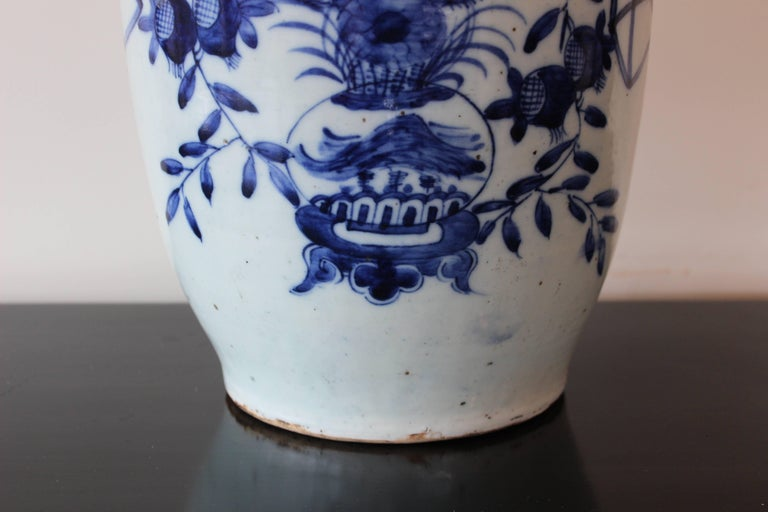 Chinese Blue and White Ceramic Vase In Good Condition For Sale In East Hampton, NY