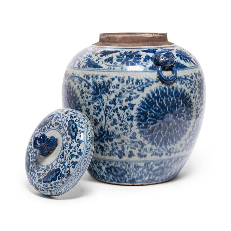 Chinese Blue and White Chrysanthemum Ginger Jar In Good Condition In Chicago, IL