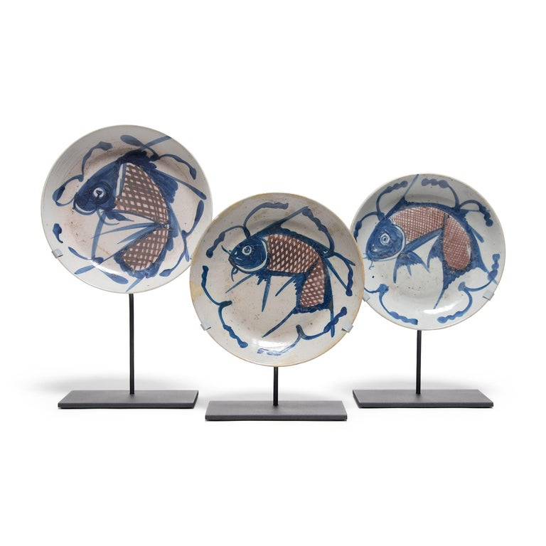 Chinese Blue and White Fish Plate, circa 1850 In Good Condition For Sale In Chicago, IL