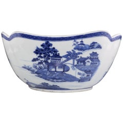 Chinese Blue and White Salad Bowl Qianlong, circa 1780-1790