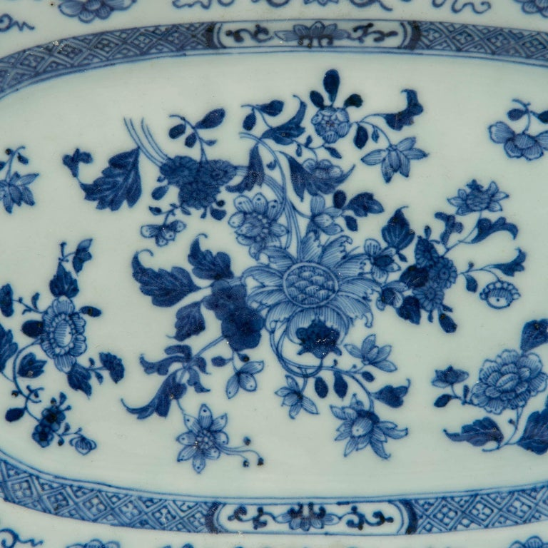 A Chinese blue and white platter hand painted in beautiful underglaze cobalt blue during the Qianlong period, circa 1770. The center is filled with a bouquet of flowers and loose sprigs of flowers. Some of the flowers are painted in medium blue and