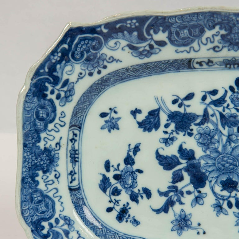 Hand-Painted Chinese Blue and White Small Platter Made, circa 1770 For Sale