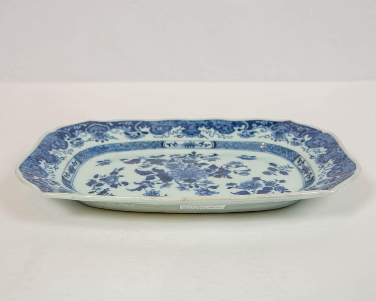 Late 18th Century Chinese Blue and White Small Platter Made, circa 1770 For Sale