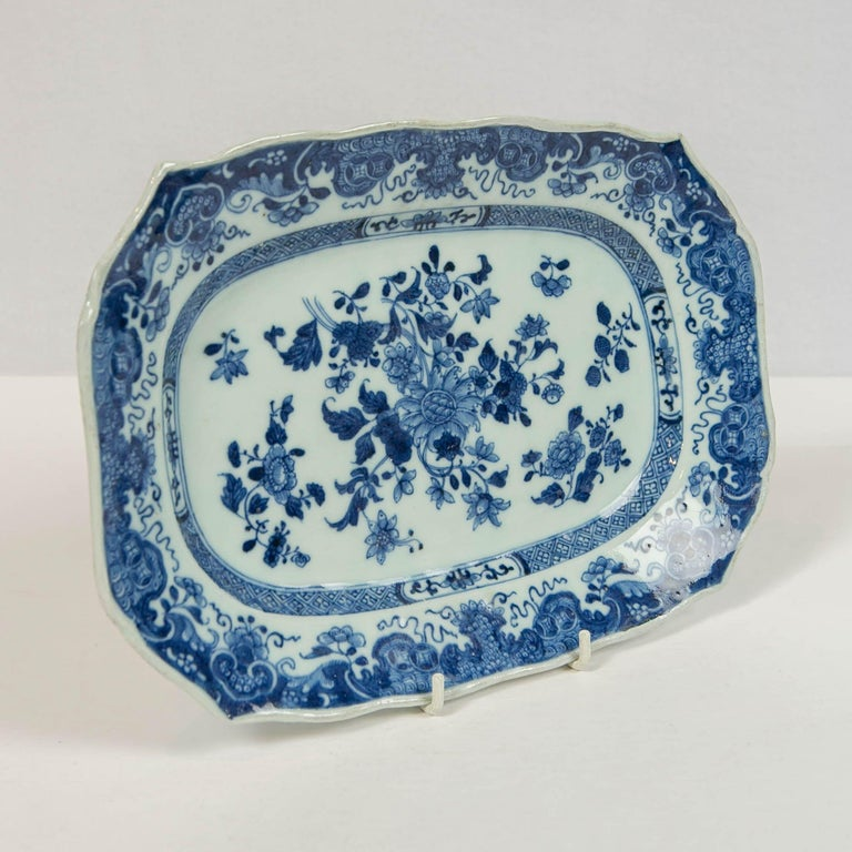 Porcelain Chinese Blue and White Small Platter Made, circa 1770 For Sale