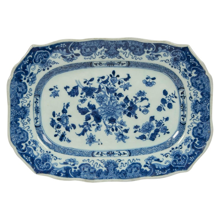 Chinese Blue and White Small Platter Made, circa 1770 For Sale