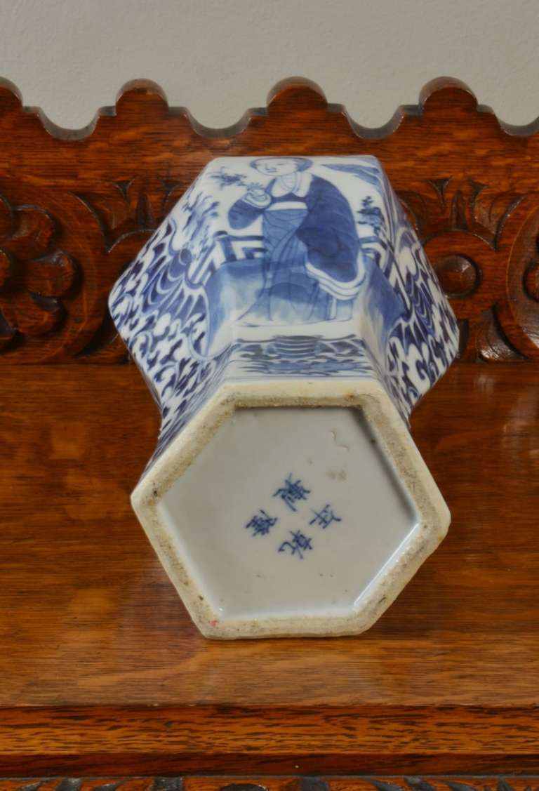 Chinese Blue and White Vase For Sale 2