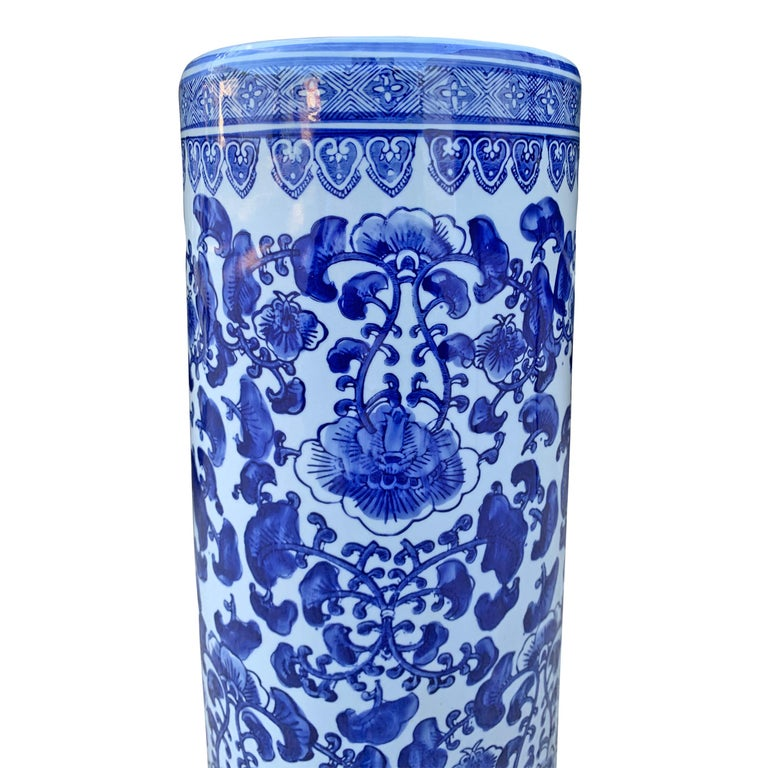 Chinese Blue and White Vase or Umbrella Stand In Good Condition For Sale In Chicago, IL