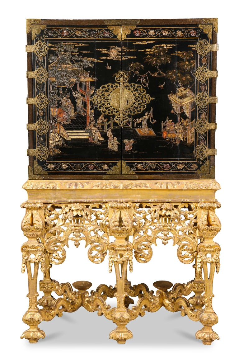 Chinese Brass-Mounted Coromandel Lacquer Cabinet on a Charles II, circa 1685 In Good Condition For Sale In New York, NY