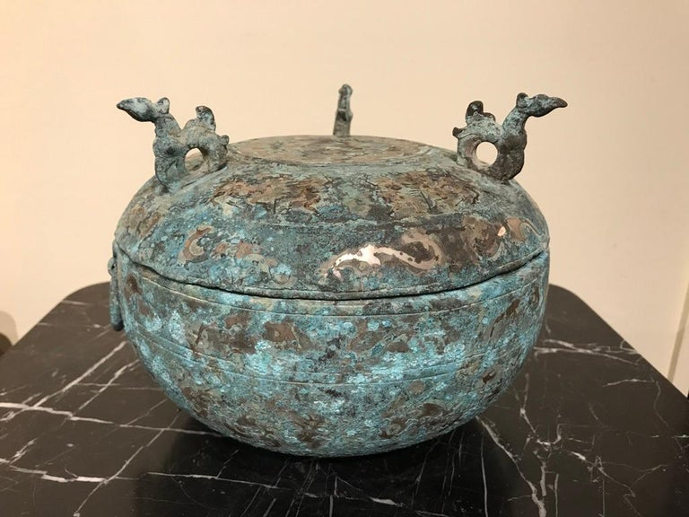 Chinese Bronze Archaistic Lidded Vessel with Silver Inlay and Bird Handles In Good Condition For Sale In Stamford, CT