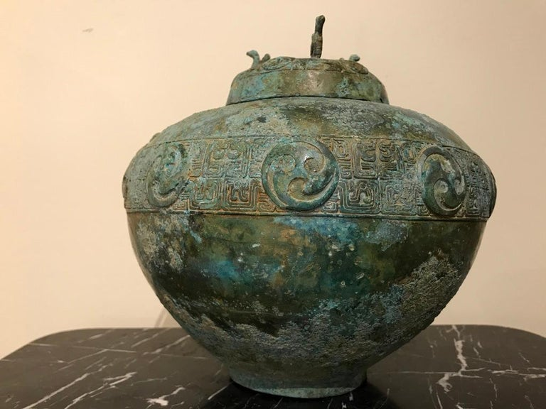 Chinese Bronze Archaistic Lidded Vessel with Verdigris Patina In Good Condition For Sale In Stamford, CT