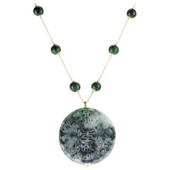 Chinese Carved Green Jade Omphacite 18 Karat Yellow Gold Traditional Necklace