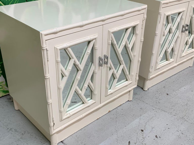 Chinese Chippendale Mirror Front Nightstands, a Pair In Good Condition For Sale In Jacksonville, FL