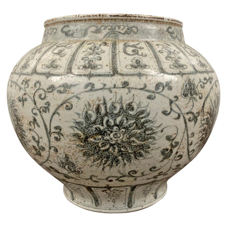 Chinese chrysanthemum jar, late 20th century, offered by RIGHT | PROPER