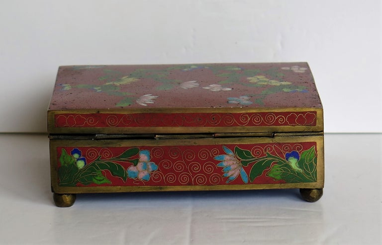 Chinese Cloisonné Box on Bun Feet with Hinged Lid, Late Qing Dynasty, circa 1900 For Sale 5