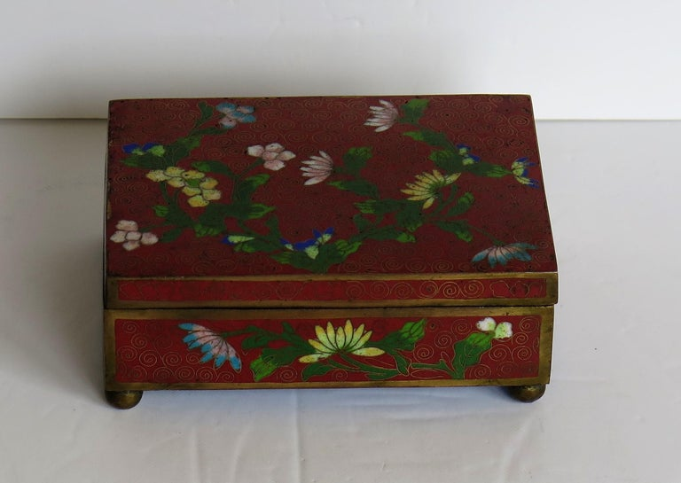 Chinese Cloisonné Box on Bun Feet with Hinged Lid, Late Qing Dynasty, circa 1900 In Good Condition For Sale In Lincoln, Lincolnshire