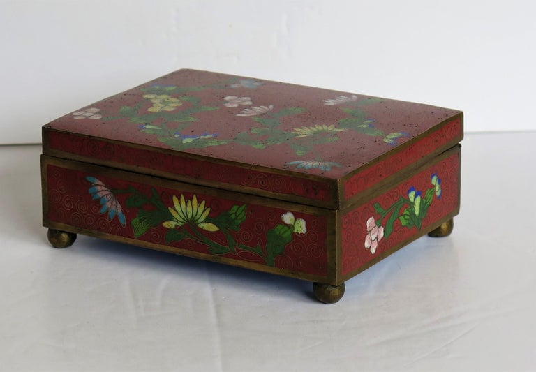 Chinese Cloisonné Box on Bun Feet with Hinged Lid, Late Qing Dynasty, circa 1900 For Sale 1
