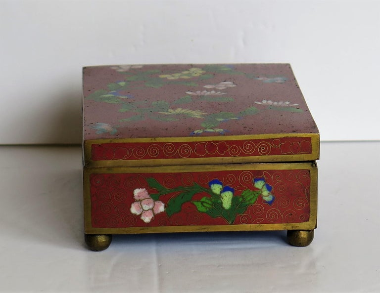 Chinese Cloisonné Box on Bun Feet with Hinged Lid, Late Qing Dynasty, circa 1900 For Sale 2