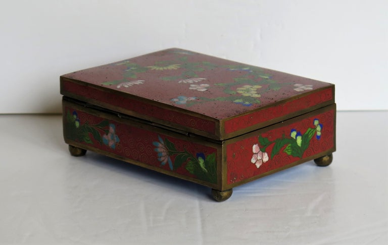 Chinese Cloisonné Box on Bun Feet with Hinged Lid, Late Qing Dynasty, circa 1900 For Sale 3