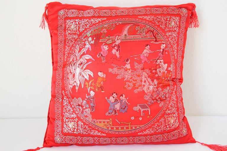 Chinoiserie Chinese Decorative Red Throw Pillow with Tassels For Sale