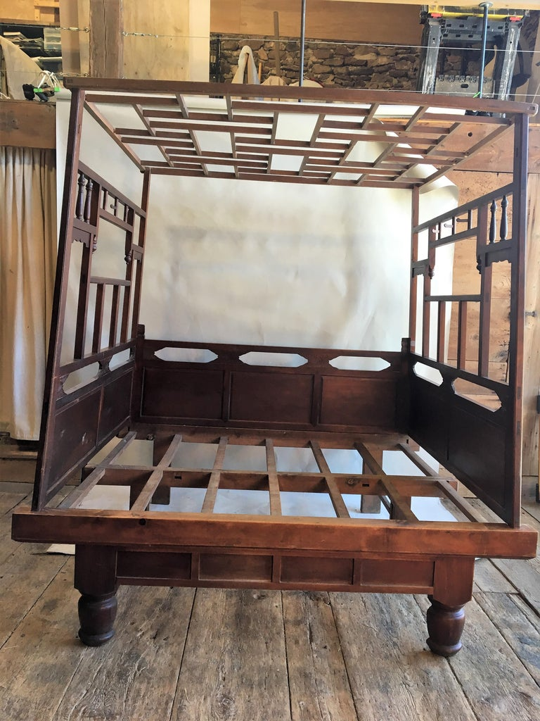 Chinese Enclosed Bed, Late 19th Century For Sale 7