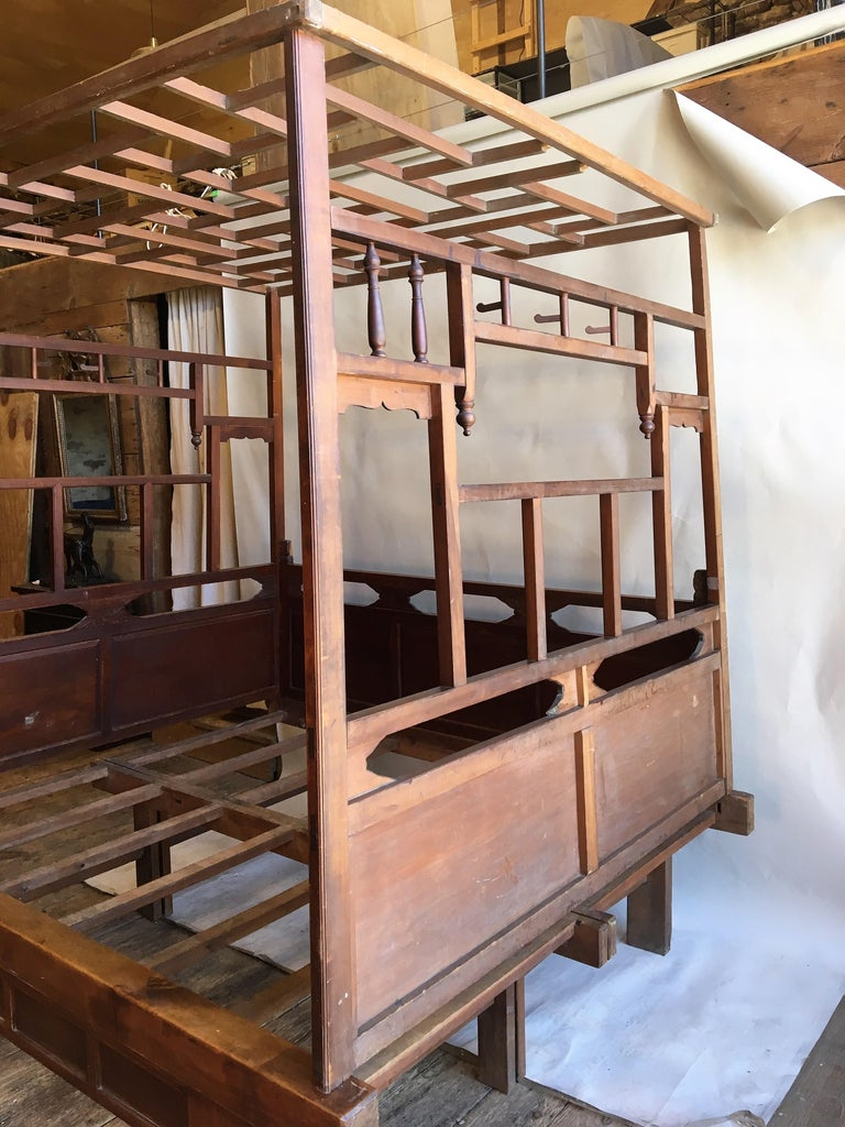 Chinese Enclosed Bed, Late 19th Century For Sale 2