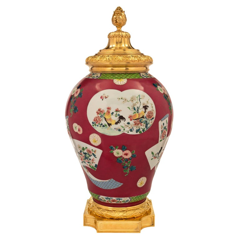Chinese Export 19th Century Porcelain Urn For Sale