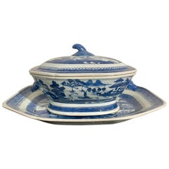 Chinese Export Blue and White Porcelain Covered Tureen and Platter, 19th Cenutry