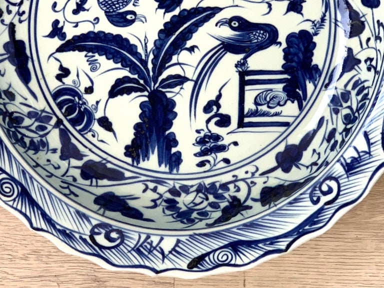 Chinese Export Blue and White Charger Bird Motif Charger In Good Condition For Sale In Atlanta, GA